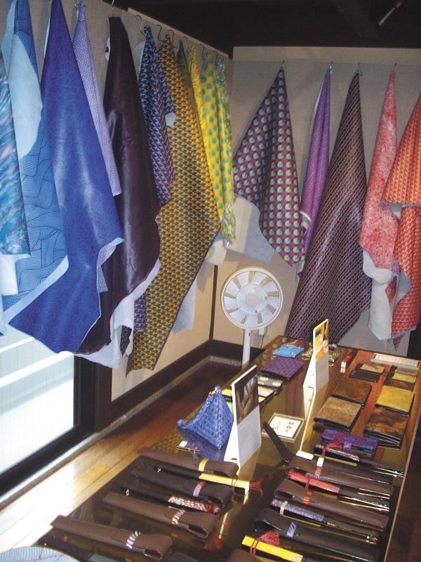 京都レザーは京都市内にショールームを設けアピールにも力を入れる