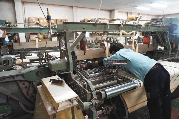福田織物はメーカーの利点を生かして、原糸、生産技術から差別化する