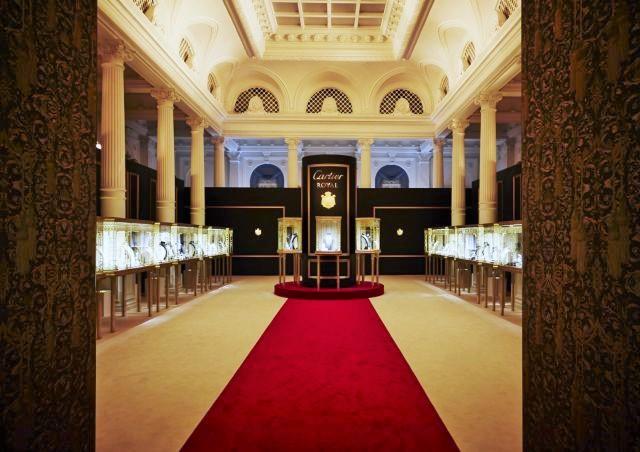 イベントの核となるマスターピースを中央に配置した展示会場