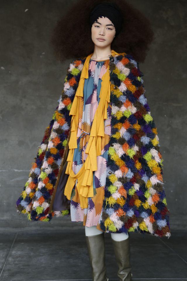 15~16年秋冬のコートは、カットジャカードの表現を深めた新作テキスタイル「ポトフ」で仕立てた(写真=木寺紀雄)