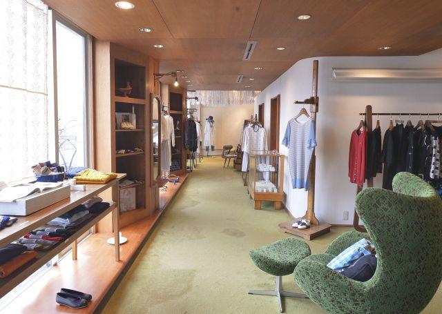 1号店のミナ・ペルホネン白金店はいつも心地よい空気に包まれている