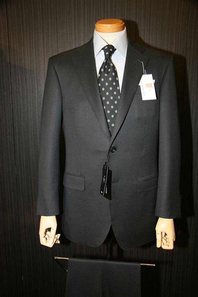 ロンナーの「Jクオリティ」のスーツ