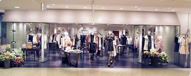 新しい店装で回遊しやすくした「スナイデル」ルミネ新宿店