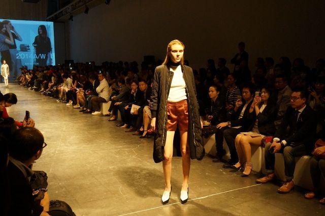 23日に上海市内でVIP客や業界関係者を招いたファッションショーを開催した